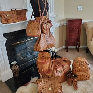 DO NOT BUY * MCM COLLECTION* Collector